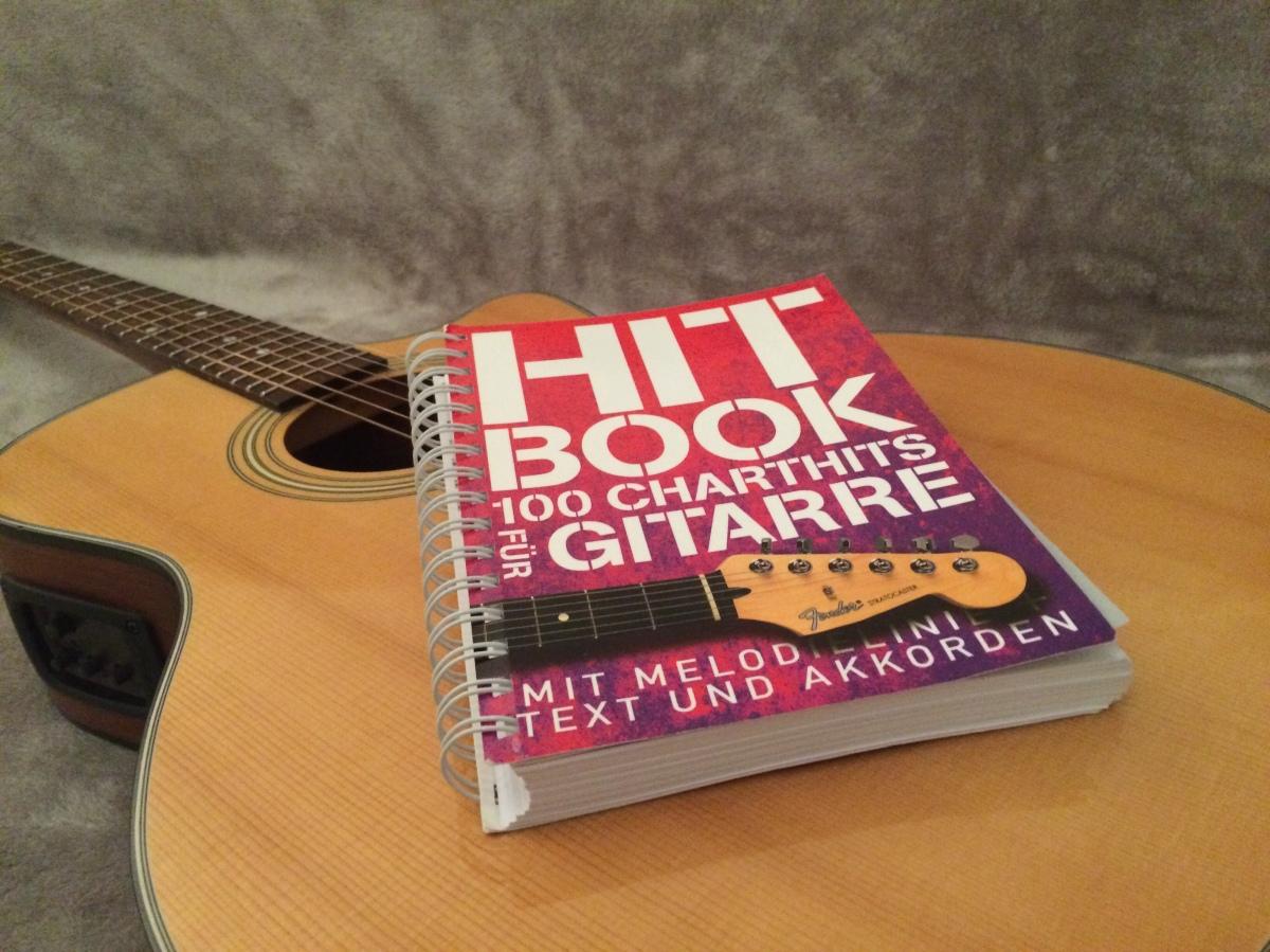 Hitbook – 100 Charthits fürGitarre
